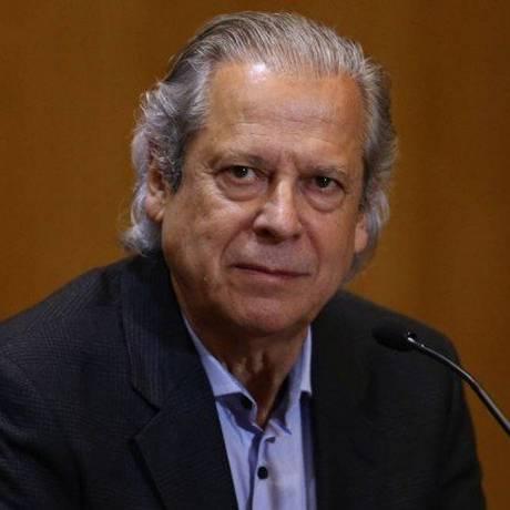 José Dirceu volta para a cadeia Foto: Geraldo Bubniak / Agência O Globo