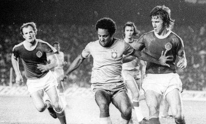 Reinaldo em amistoso pela Seleção, 1977 Foto: Agência O Globo