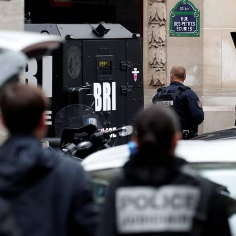 Forças de segurança negociam com sequestrador em Paris Foto: BENOIT TESSIER / REUTERS