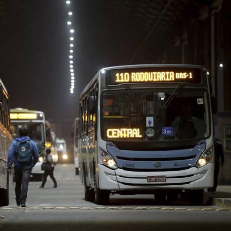 Greve de rodoviários é paralisada e ônibus voltam a circular Foto: Gabriel de Paiva / Agência O Globo