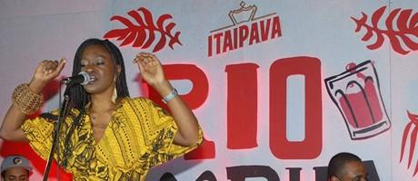 Cantora Folakemi leva o espírito do verão para o Rio Foto: divulgação