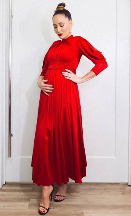 Look poderoso: vestido Wymann e sandálias Saint Laurent Foto: Reprodução/ Instagram