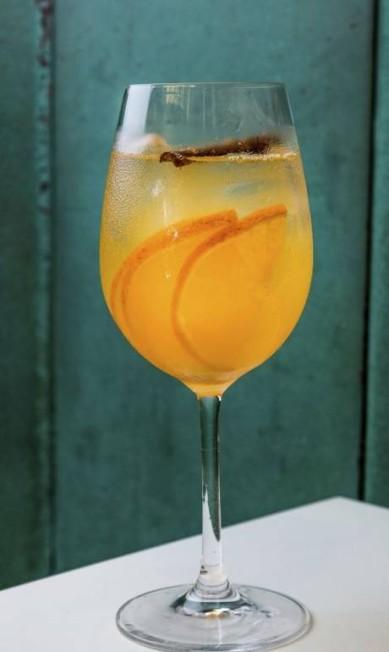 Poderoso. O Honey Gin do Gurumê (2567-5092) leva gim, suco de tangerina, mel e canela maçaricada (R$ 29) TomasRangel / divulgação/tomas rangel