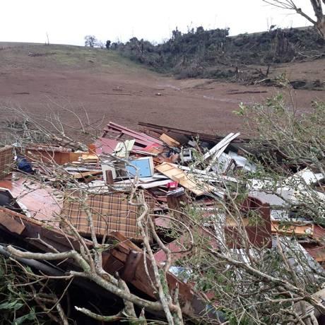 Uma casa foi totalmente destruída em Sarandi, onde uma idosa morreu Foto: Divulgação/Defesa Civil RS