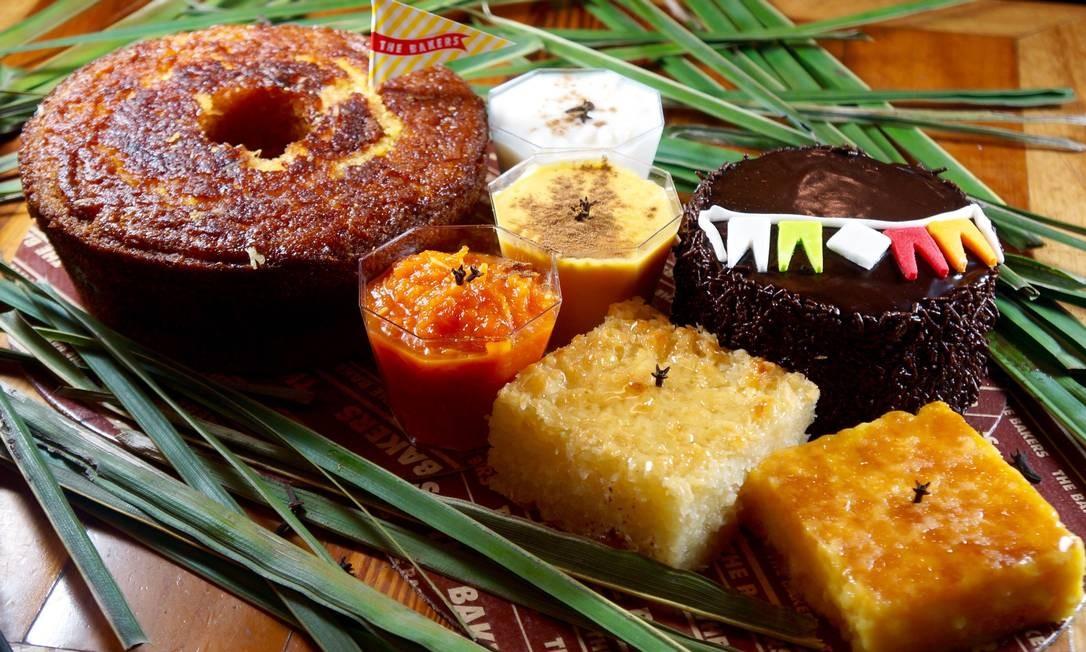 The Bakers. A coleção de doces típicos tem bolos de milho (R$ 39,90), porção d arroz doce, doce de abóbora com coco, canjica e curau de milho (R$ 12,90 cada doce), cocada (R$ 9,90) e cuscuz (R$ R$ 10,90). Rua Santa Clara 86, Copacabana (3209-1212) Divulgação