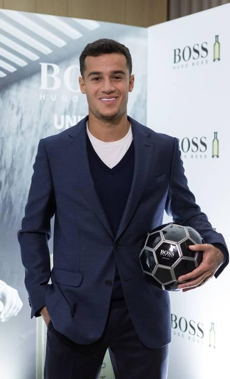 """Companheiro de Neymar na seleção, o carioca Philippe Coutinho virou até embaixador de um perfume da Hugo Boss. ele fez até campanha para a marca. """"Disputar uma final de campeonato é muito difícil, mas fotografar não é fácil"""", diverte-se Foto: Divulgação"""