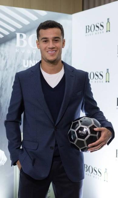 """Companheiro de Neymar na seleção, o carioca Philippe Coutinho virou até embaixador de um perfume da Hugo Boss. ele fez até campanha para a marca. """"Disputar uma final de campeonato é muito difícil, mas fotografar não é fácil"""", diverte-se Divulgação"""
