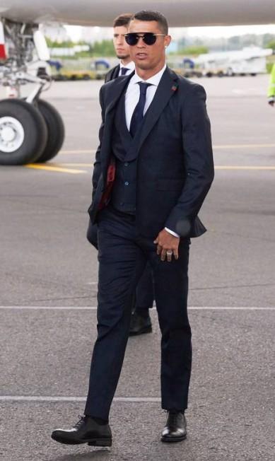 O português Cristiano Ronaldo tem seu próprio negócio na indústria da moda e já foi garoto-propaganda dos jeans e cuecas da Armani Oleg Nikishin / Getty Images
