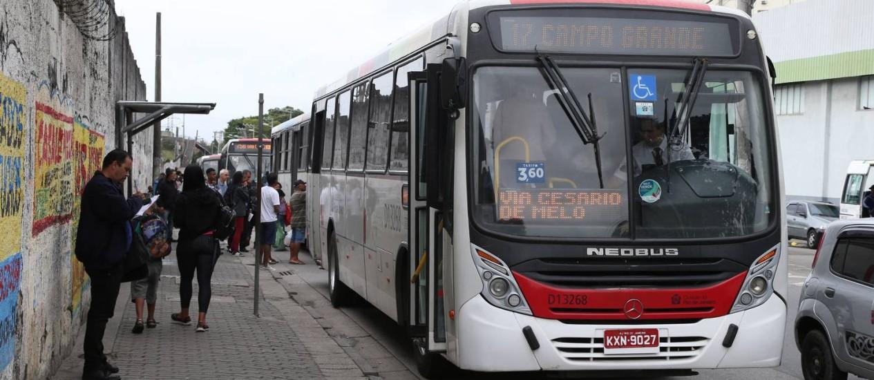 Acordo foi feito entre prefeitura e empresários de companhias de ônibus Foto: Pedro Teixeira