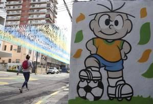 Expectativa. Rua Pereira Nunes, em Vila Isabel, é uma das raras que contaram com decoração temática para a Copa da Rússia Foto: Pedro Teixeira / fotos de pedro teixeira