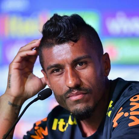 Paulinho ainda vê a Espanha como uma das favoritas da Copa Foto: NELSON ALMEIDA / AFP