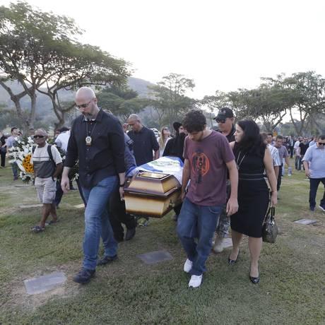 RI 13/06/2018 Enterro do policial e inspetor da Polícia Civil Ellery Ramos de Lemos, morto durante uma ação em Acari Foto: Domingos Peixoto / O Globo