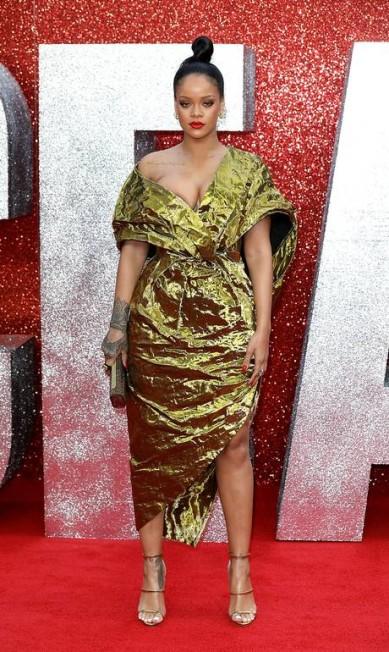 """Um dos filmes mais badalados deste primeiro semestre, """"Oito mulheres e um segredo"""", teve uma exibição especial em Londres que deixou os fãs do cinema em polvorosa. Isso porque teve Rihanna superdecotada, Cate Blanchett e o filho e todas as outras estrelas do longa Tim P. Whitby / Tim P. Whitby/Getty Images"""