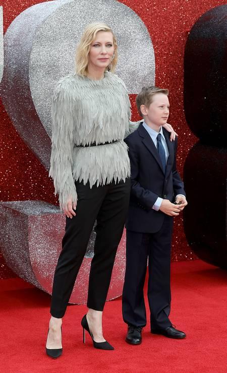 Momento foto do tapete vermelho foi a chegada de Cate Blanchett com o filho Ignatius, de dez anos Foto: Tim P. Whitby / Tim P. Whitby/Getty Images