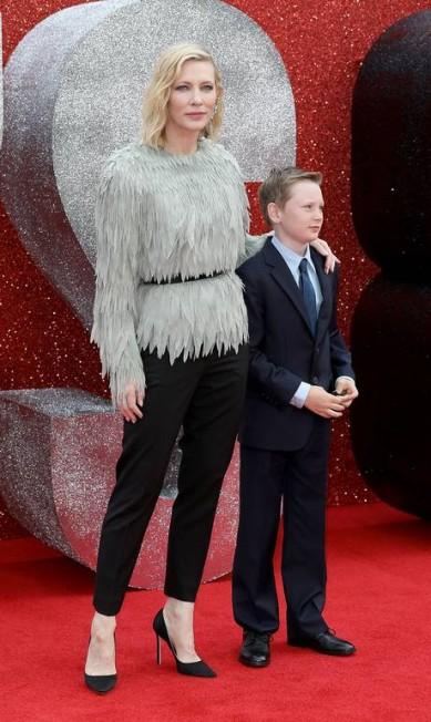 Momento foto do tapete vermelho foi a chegada de Cate Blanchett com o filho Ignatius, de dez anos Tim P. Whitby / Tim P. Whitby/Getty Images