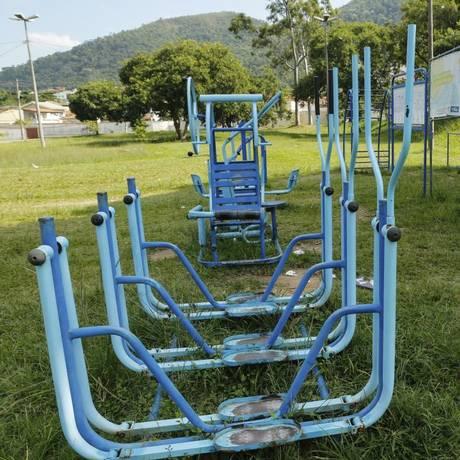 Aparelhos para a terceira idade precisam de reparos Foto: Brenno Carvalho / Brenno Carvalho