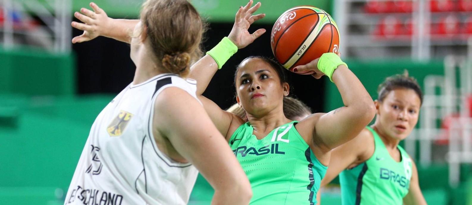 Lia Martins representando o Brasil nos Jogos Paralímpicos Rio 2016 Foto: Pablo Jacob / Agência O Globo