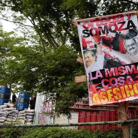 Manifestantes comparam Ortega ao ditador Anastasio Somoza Foto: OSWALDO RIVAS / REUTERS