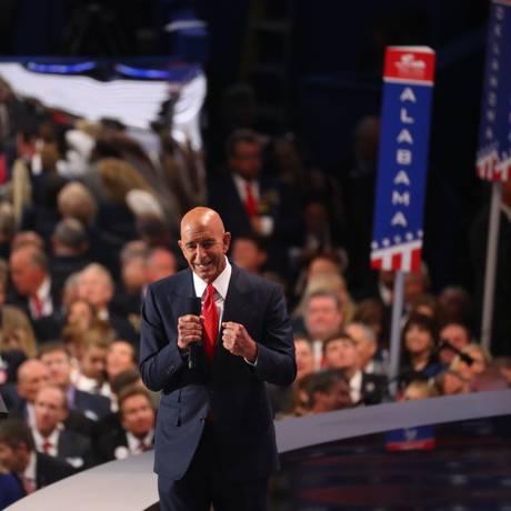 Tom Barrack fala na Convenção Nacional Republicana antes de Trump ter sua nomeação confirmada como candidato do partido para eleições presidenciais de 2016 Foto: CHANG W. LEE / NYT