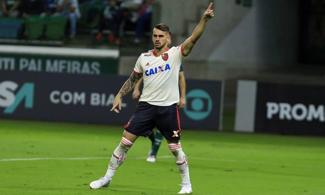 Felipe Vizeu pede a bola Edilson Dantas / Edilson Dantas