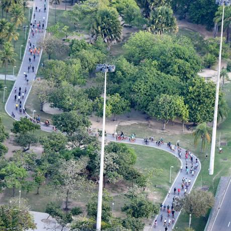 Centenas de ciclistas tomam ruas do Centro após conferência Foto: Alexandre Macieira / Riotur