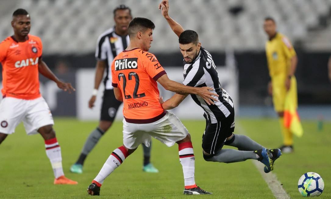 Rodrigo Pimpão é derrubado por Marcinho Marcio Alves / Marcio Alves