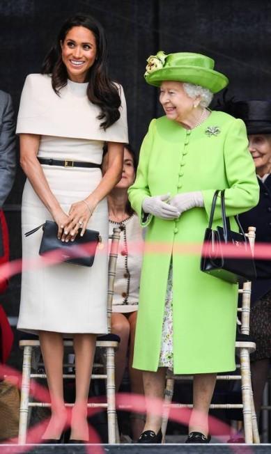 A rainha usou verde, como no casamento real, e Meghan voltou a usar Givenchy Jeff J Mitchell / Getty Images