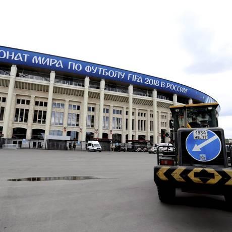 Final da obra no estádio Luzhniki, na Rússia Foto: Marcelo Theobald / Agência O Globo