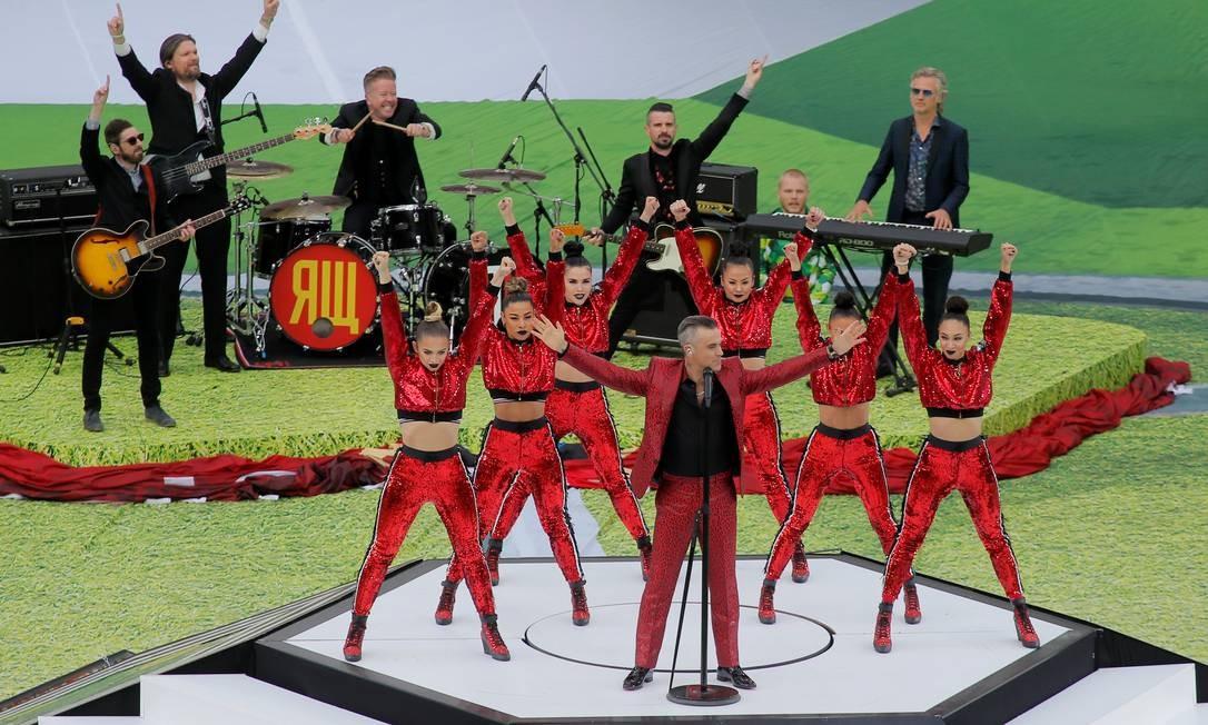 O cantor Robbie Williams foi a estrela da festa em Moscou MAXIM SHEMETOV / REUTERS
