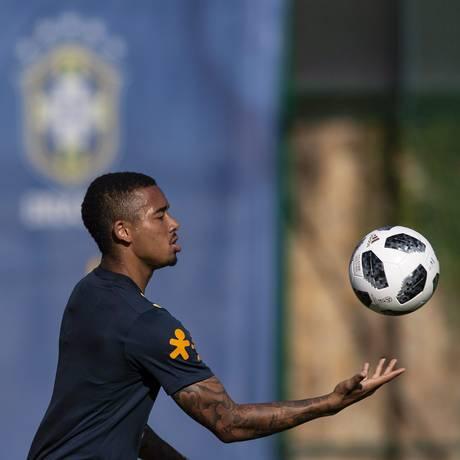 Gabriel Jesus em treino com a seleção Foto: Alexandre Cassiano / Agência O Globo