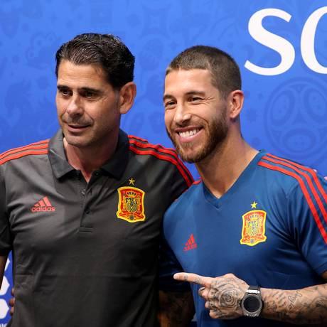 Fernando Hierro e Sergio Ramos tentaram demonstrar confiança à torcida Foto: LUCY NICHOLSON / REUTERS