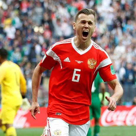 Cheryshev comemora seu primeiro gol contra a Arabia Saudita Foto: CARL RECINE / REUTERS