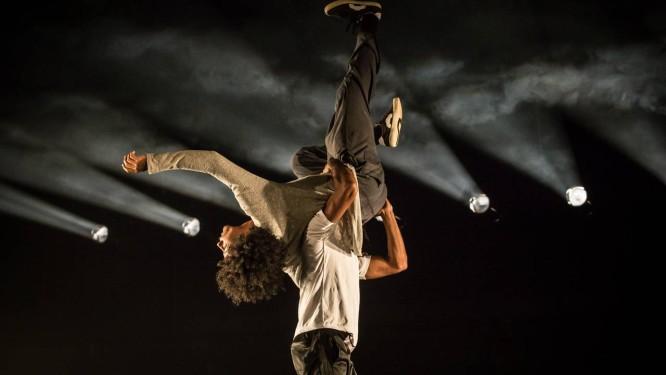'5 passos para não cair no abismo', da Cia. Urbana de Dança Foto: Divulgação/Renato Mangolin