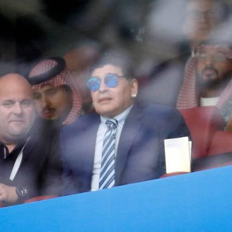 Maradona assiste ao primeiro jogo da Copa do Mundo, na Rússia Foto: CHRISTIAN HARTMANN / REUTERS