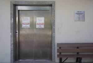 Com elevador parado há três meses, acesso de idosos e cadeirantes ao parque está limitado: prefeitura diz que licitação para conserto está em andamento Foto: Emily Almeida / Agência O Globo