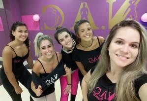 Ana Clara Montes (à esquerda), Natália Manhães, Luara Campos, Nathália Lopes e Thayene Ferreira: ensaios e expectativa Foto: Divulgação / Foto
