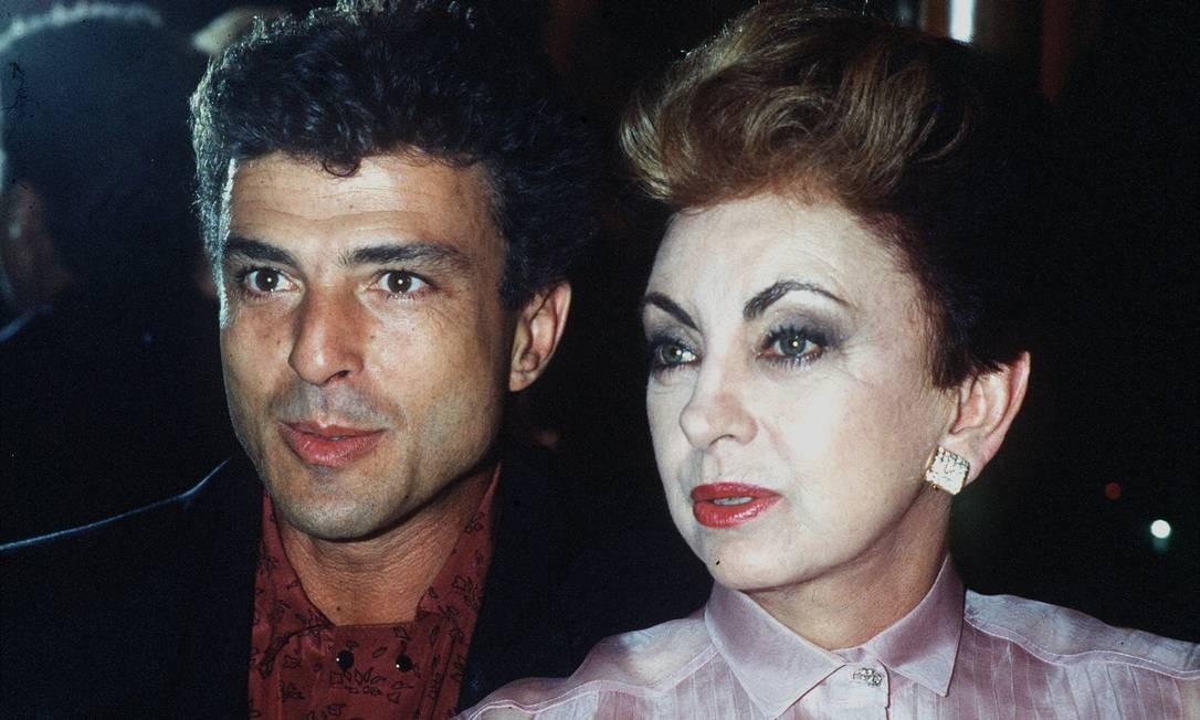 A vilã Odete Roitman (Beatriz Segall) era amante do mau-caráter César (Carlos Alberto Riccelli) Foto: Arquivo