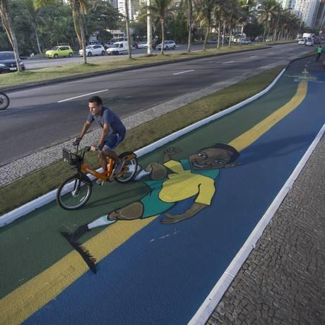 Pesquisa mostra que maioria dos ciclistas usa a bicicleta para ir trabalhar Foto: Agência O Globo