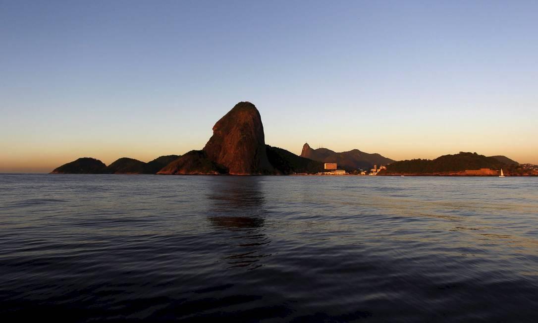A Baía de Guanabara: despoluição de suas águas é, segundo o economista e ambientalista Sérgio Besserman, um dos maiores desafios do Rio. Seminário discutirá várias ideias. Foto: Custódio Coimbra / Agência O Globo