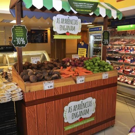 Banca com legumes de formato fora do padrão: sem desperdício Foto: Divulgação