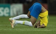 Neymar cai no gramado no empate entre Brasil e Suíça Foto: Alexandre Cassiano