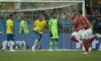 Zuber, ao centro, comemora o gol do empate da Suíça contra o Brasil Foto: Alexandre Cassiano / Agência O Globo