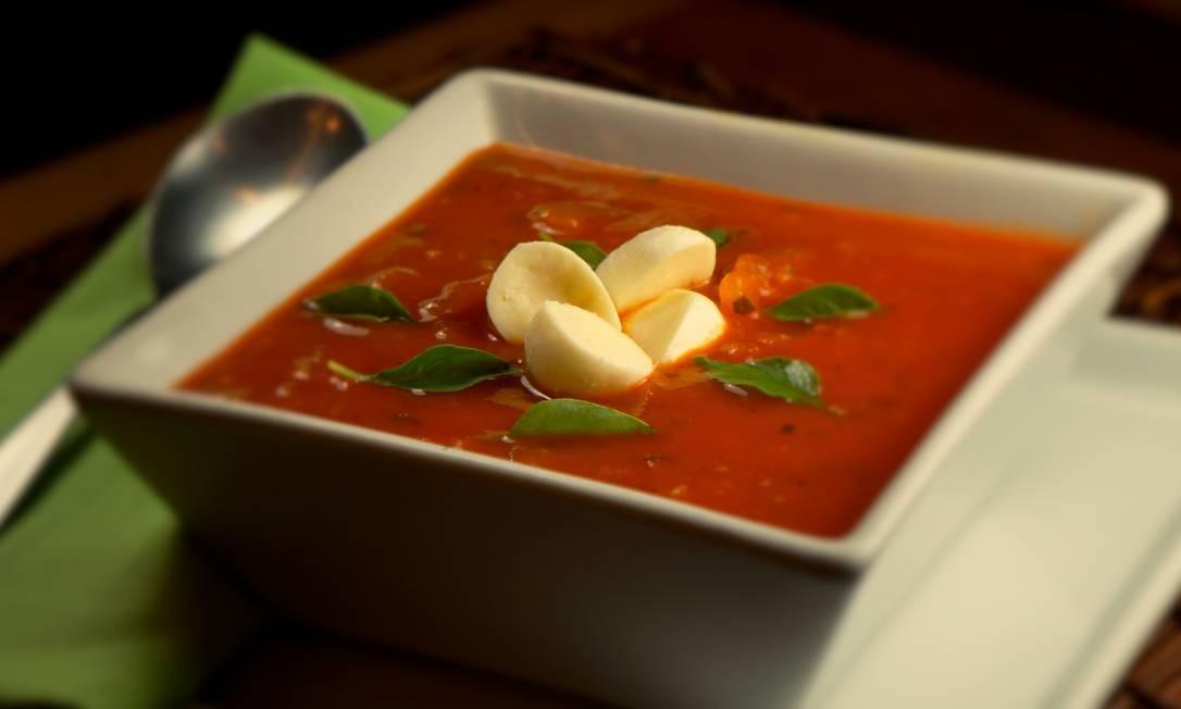 The Bakers. A sopa de tomate, mozzarella de búfala e manjericão (R$ 22,90) é uma das opções da casa. Rua Santa Clara 86-B, Copacabana (3209-1212) Divulgação