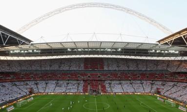Vista geral do estádio de Wembley durante um jogo entre Inglaterra e México, em 2010 Foto: Clive Rose / The FA via Getty Images / Divulgação