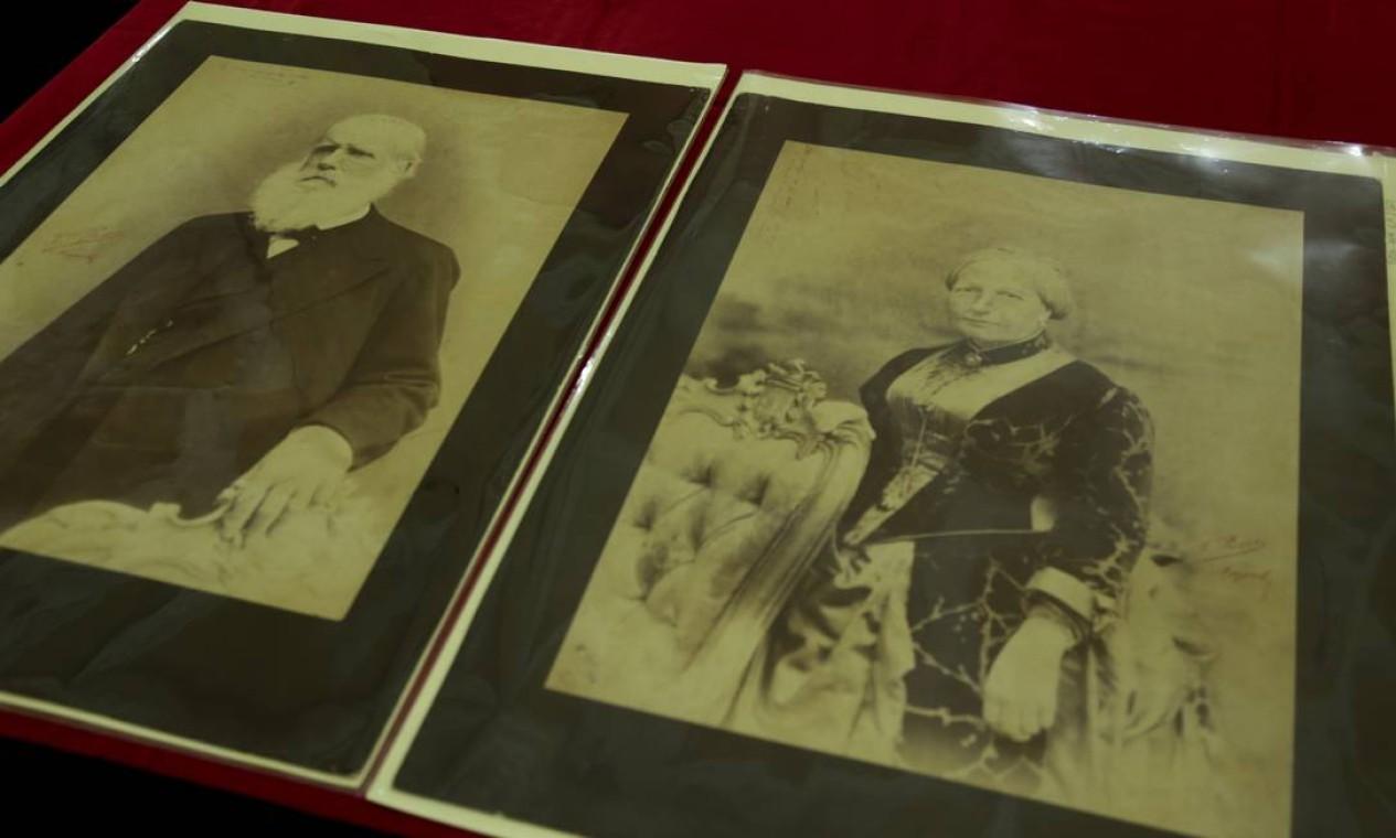 Cópia fotográfica de Dom Pedro II e da Imperatriz Teresa Cristina feita pelo italiano Francesco Pesce Foto: Gabriel de Paiva / Agência O Globo