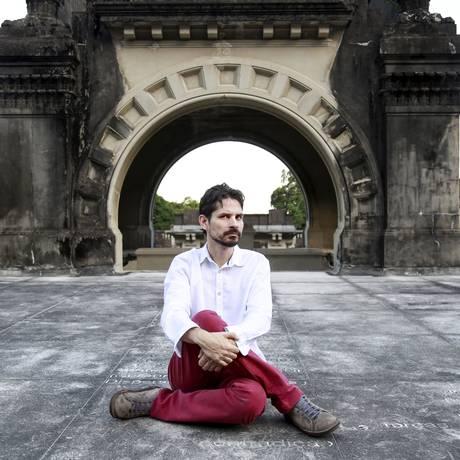 'Eu tenho que ser o Caetano, o Rogério Duprat e o Torquato Neto', diz Thiago Amud Foto: Marcos Ramos / Agência O Globo