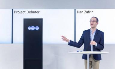 O Project Debater venceu o debate com Dan Zafrir Foto: IBM