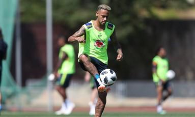 Neymar voltou a treinar com bola nesta quarta Foto: CBF / Divulgação