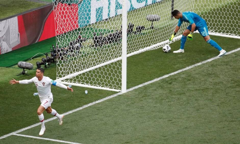 Cristiano Ronaldo comemora seu quarto gol na Copa da Rússia Foto: CHRISTIAN HARTMANN / REUTERS