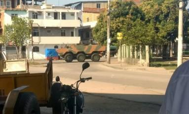 Um tanque do Exército no Complexo da Maré Foto: Realidade do RJ